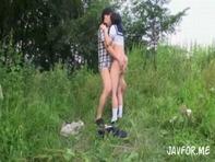 【青姦女子高生】セーラー服の爆乳ロリ女子高生を口説き落として大自然の中で開放的な青姦セクロスwサルみたいにパコりまくりww