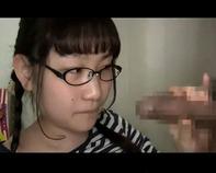 【メガネ爆乳JS】地味でメガネのブスカワJSっ娘が彼氏のために何でもやっちゃうw爆乳おっぱいモミまくられてパイズリご奉仕ww