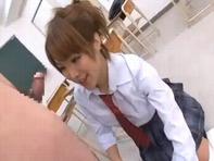 【大槻ひびき】ニーソ女子高生や大槻ひびきちゃんたちがM男くんのチンポにむシャブりつくww