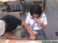 【ブスカワJC】ムチムチぽっちゃり地味でブスカワ中学生が知らないおじさんに手マンされて濡れ濡れになっちゃったww