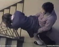 【バカップル盗撮】やりたい盛りJC中1のガキンチョが大胆にも階段でセクロス交尾しちゃってる様子をスマホで盗撮ww