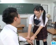 【ヤリマンJC】ロリかわいい黒髪ツインテールJC音無さやかちゃんがM字開脚でオマンコくぱぁー教室でノーパンセックスww
