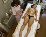 【マッサージ盗撮】レズビアン専用エステでオマンコオイルマッサージがイヤラシすぎww