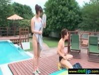 【スケスケ水着】二人きりの貸し切りプールで彼女に白のスケスケ水着で全裸状態wサンオイル塗ってイチャイチャしちゃうww