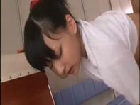 【JC主観フェラ】幼女みたいなツインテールJCロリっ娘がスク水で上目使いでこっち見ながらフェラチオ手コキの主観映像ww