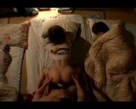 【夜這い近親レイプ】JS小学生とお父さんが声を出せないシチュで緊迫感ドキドキしながら近親相姦エロ行為の巻ww