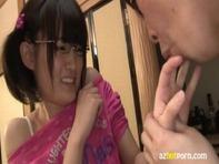 【JSに悪戯】メガネのブサカワJSロリっ娘がロリコンおじさんに舐めまくられてオマンコが濡れちゃうww