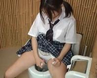 【JCオナニー盗撮】近所の中学校近くの公衆トイレにピンクローターを放置してみた結果wwちゃっかり使っててワロタww