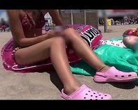 【中出しマジックミラー号】日焼け跡がエロい激ロリっ娘にオナニー手伝ってもらって中出しwwやっぱ水着姿はえろいよなww