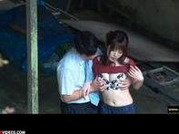 【カップル盗撮】昼間っからバカップルが高架下でイチャイチャしてるのを望遠カメラで盗撮w手マンされ悶えまくりんぐww