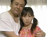 【ヘンリー塚本】再婚した嫁の連れ子のロリJS幼女が学校から帰るなり即効でオヤジのフル勃起チンポをジュボジュボ貪る69とかww