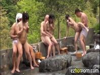 【JS乱交】混浴露天風呂でまだ毛も生えていないパイパンJSたちと乱交しちゃってる裏山けしからん光景をご覧くださいww