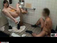 【波多野結衣】セクシーお姉さん波多野結衣ちゃんがトイレで中出しセクロスwさらにM字開脚して指オナニー始めちゃったww