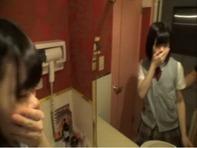 【JC援助交際】つぶらな瞳がロリかわいい援助交際しちってるパイパンJC中学生を鏡越しに立ちバックでハメ撮りww