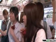 【援交女子高生】通学満員バス車内でオナニーしながらチンポを手コキ&フェラしてくれるガーターベルトの超ミニスカ女子高生が援交いるっておww