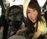 【ドライブで手コキフェラ】なんでも言うこときいてくれるドМな彼女にローターで欲情させて車内で手コキ&フェラチオ口内発射ごっくんww