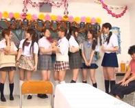 【ハーレム天国】太ももがエッチな絶対領域ミニスカ女子高生に囲まれてベロチュー逆レイプとかハーレム天国すぐるメチャンコww
