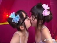 【ハーレム主観フェラ】メガネロリっ娘裕木まゆちゃんとつぼみちゃんが痴女りながら乳首舐め&主観フェラで抜いてくれるww