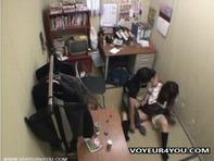 【万引き女子高生】ピンクローターを万引きした女子高生にキモデブ店長が媚薬仕込まれ性の制裁ww
