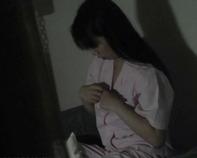 【オナニー盗撮】妹の部屋に盗撮カメラを仕掛けてみたら勉強の合間にレディコミでオナニーを始めて足首ピーンとかワロタww