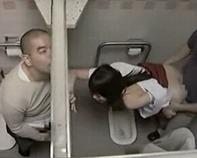 【援交盗撮】ロリコンの高校教師と教え子のヤリマン援交女子高生が公衆トイレで立ちクンニから激しい立ちバック&仁王立ちフェラww