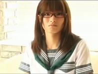 【ツンデレ女子高生】メガネのツンデレ制服女子高生が着エロ撮影中にエッチなイタズラされちゃいますww
