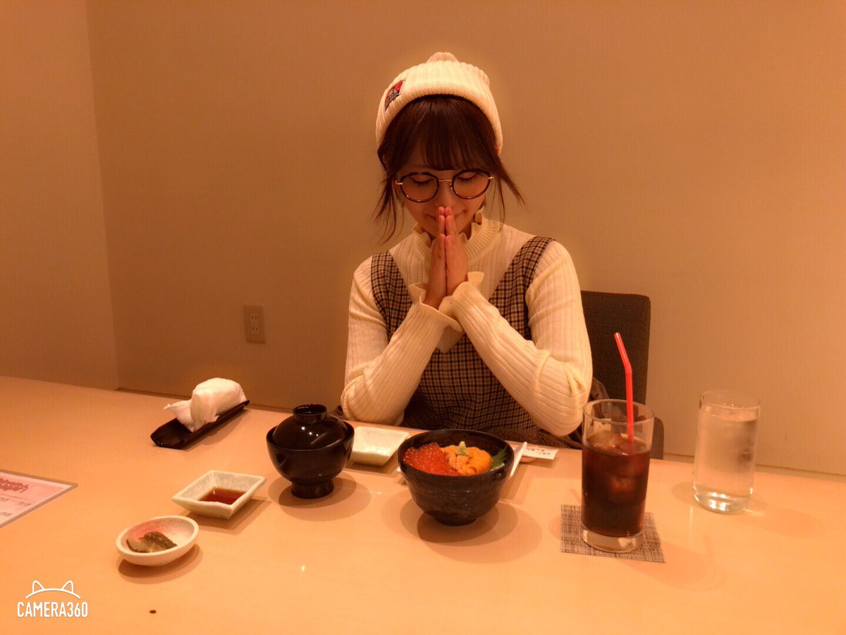 【画像】AV女優の桃乃木かなさん北海道でイクラとウニとスープカレーを食べた後にすすきのの風俗街をパトロールするwwwwww