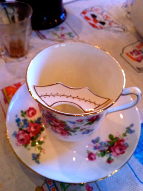 Moustache Cup 19世紀流行したムスタッシュカップ