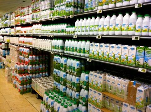 ブリュッセル スーパーで牛乳