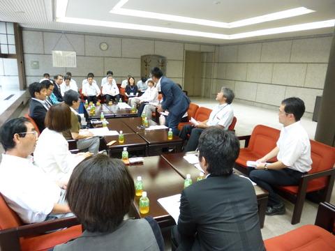 災害対策副知事申し入れ 執行部との話し合い (2)