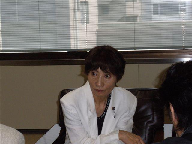 埼玉県保険医協会の青山邦夫理事長さんから請願の説明を受ける : 日本 ...