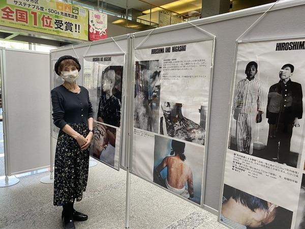 所沢市役所ロビーで原爆写真展
