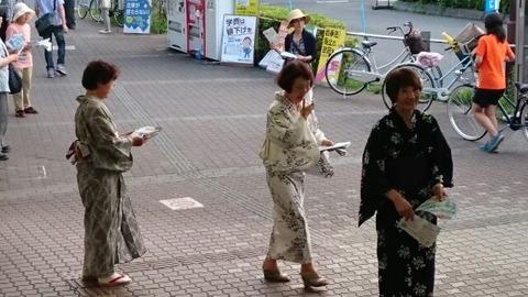 7日、狭山ヶ丘駅で浴衣姿の七夕宣伝