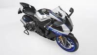 2018-Yamaha-YZF-R1M-EU-Silver-Blu-Carbon-Detail-002