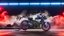 2019-Yamaha-MT10-EU-Ice_Fluo-Static-005-03