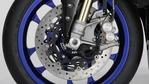 2018-Yamaha-YZF-R1M-EU-Silver-Blu-Carbon-Detail-007