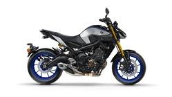 2018-Yamaha-MT09SP-EU-Silver-Blu-Carbon-Studio-002