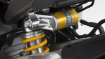 2018-Yamaha-YZF-R1M-EU-Silver-Blu-Carbon-Detail-001