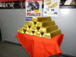GOLD・・・・