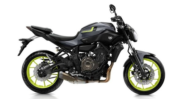 2016-Yamaha-MT-07-EU-Night-Fluo-Studio-002