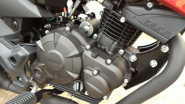 ヤマハ・フェザー125エンジン