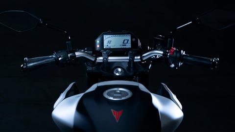 2020-Yamaha-MT320-EU-Detail-005-03