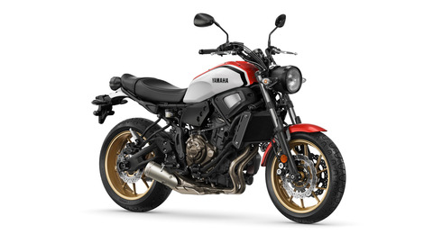 2020-Yamaha-XS700-EU-Racing_red-Studio-001-03