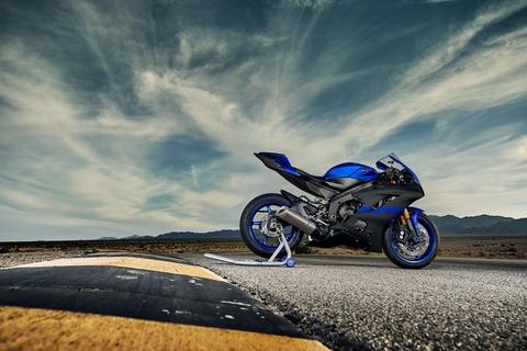 2019-Yamaha-YZF600R6-EU-Yamaha_Blue-Static-001