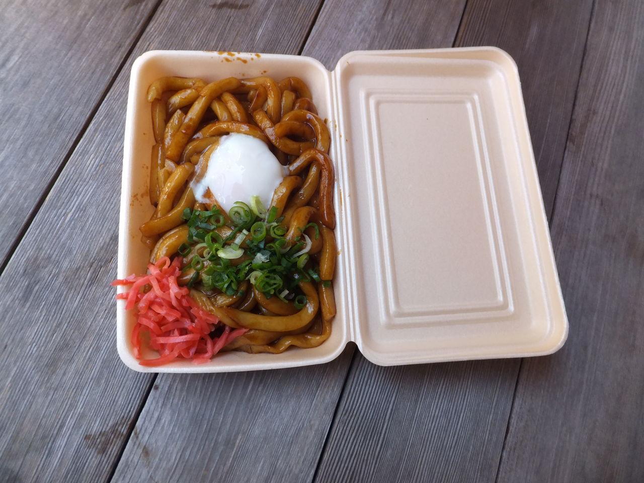 前回紹介した赤福本店の近くにある伊勢醤油本舗では、伊勢の名物で伊勢うどんではなく、ここでは伊勢焼きうどんが食べられます。  この写真はトッピングで温泉卵を ...