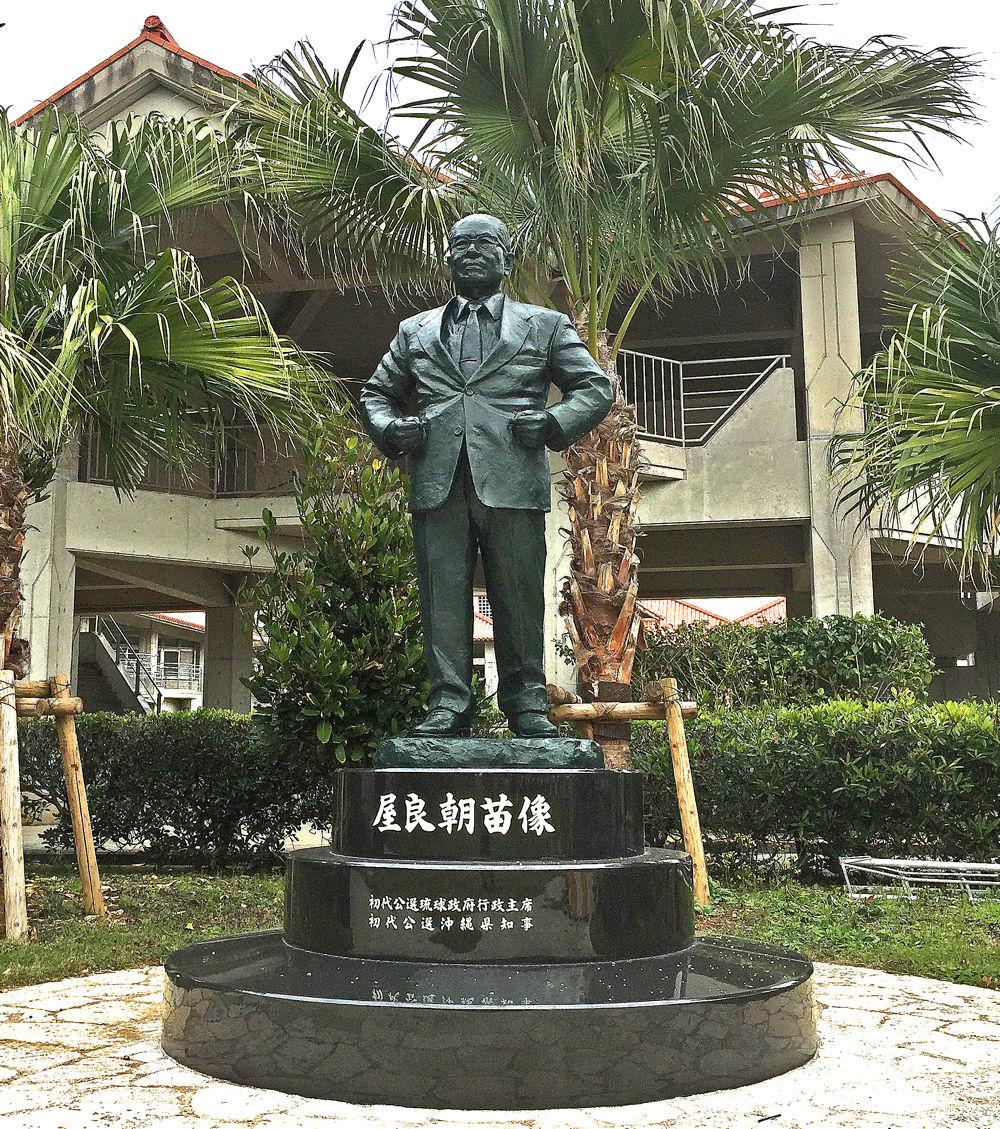 中庭にたたずむ銅像 : キタローのよみたんみーぐるぐる!!