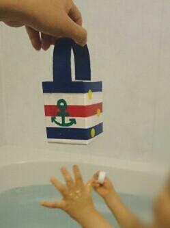 お風呂(水遊び)の手作りおもちゃ ~牛乳パック・ペットボトル・発泡トレイ~