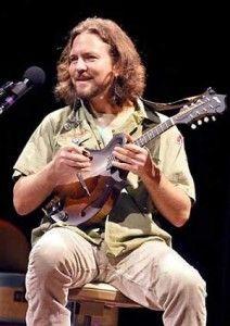eddie-vedder-ukulele-songs-solo-tour-2011-212x300