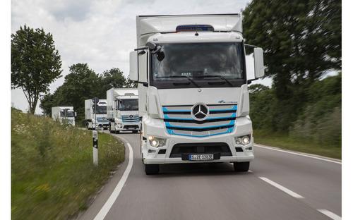 メルセデスベンツのEVトラック『eアクトロス』市販モデル発表へ 航続距離200km