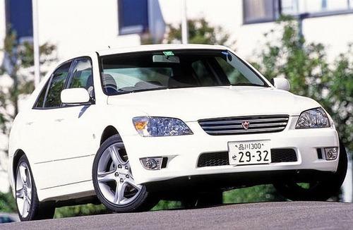 隠れた人気車! 名車じゃないのに未だに街中でよく見かける旧いクルマ5選